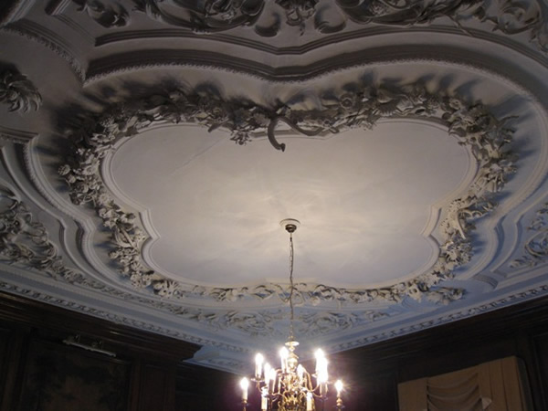Bideford: Royal Hotel - decorated plaster ceilings